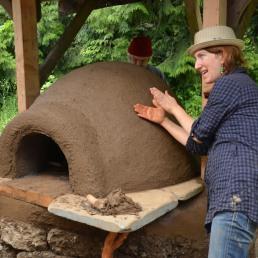 Eva Edleson explaining how a cob oven works!