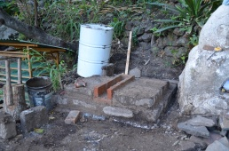 we built the ash drawer out of firebricks for more heat resistance. the stove body is made of the last -and mainly broken- adobe bricks we had