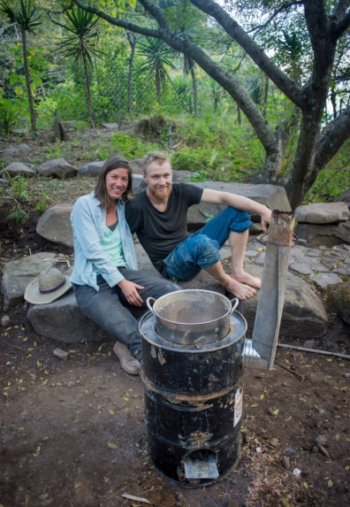 One pot rocket stove with chimney